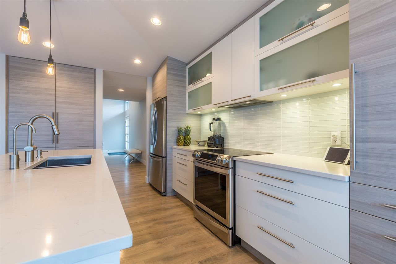 Photo 3: Photos: 6391 HIGGS Crescent in Sechelt: Sechelt District House for sale (Sunshine Coast)  : MLS®# R2214051