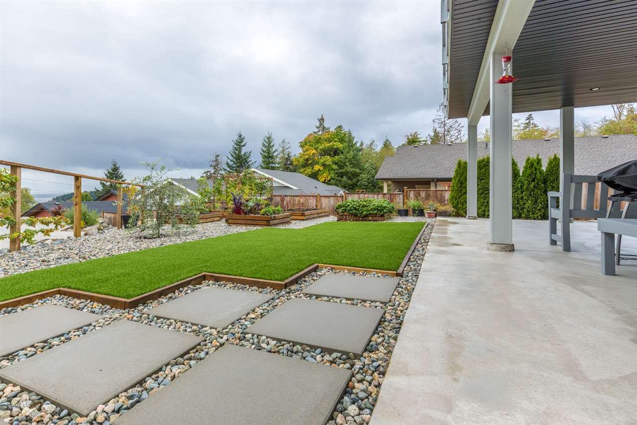 Photo 19: Photos: 6391 HIGGS Crescent in Sechelt: Sechelt District House for sale (Sunshine Coast)  : MLS®# R2214051