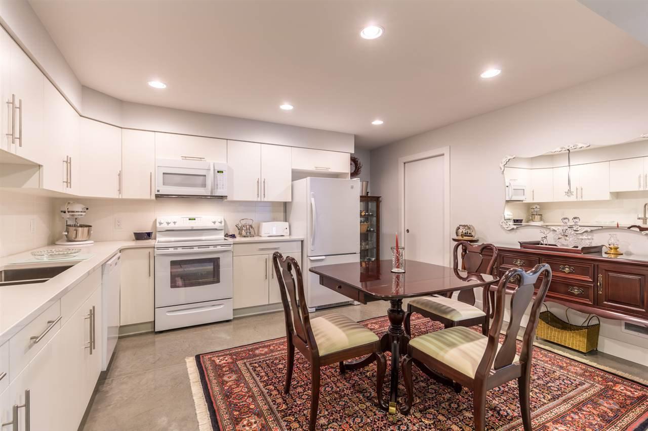 Photo 16: Photos: 6391 HIGGS Crescent in Sechelt: Sechelt District House for sale (Sunshine Coast)  : MLS®# R2214051