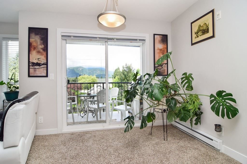 """Main Photo: 305 46150 BOLE Avenue in Chilliwack: Chilliwack N Yale-Well Condo for sale in """"THE NEWMARK"""" : MLS®# R2277832"""