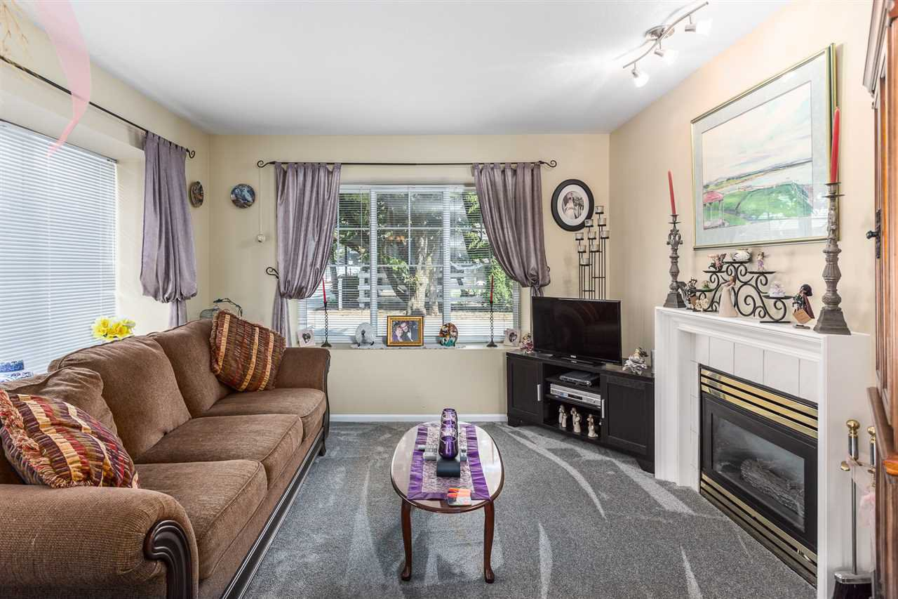 """Photo 4: Photos: 60 23085 118 Avenue in Maple Ridge: East Central Townhouse for sale in """"Sommerville Gardens"""" : MLS®# R2301161"""