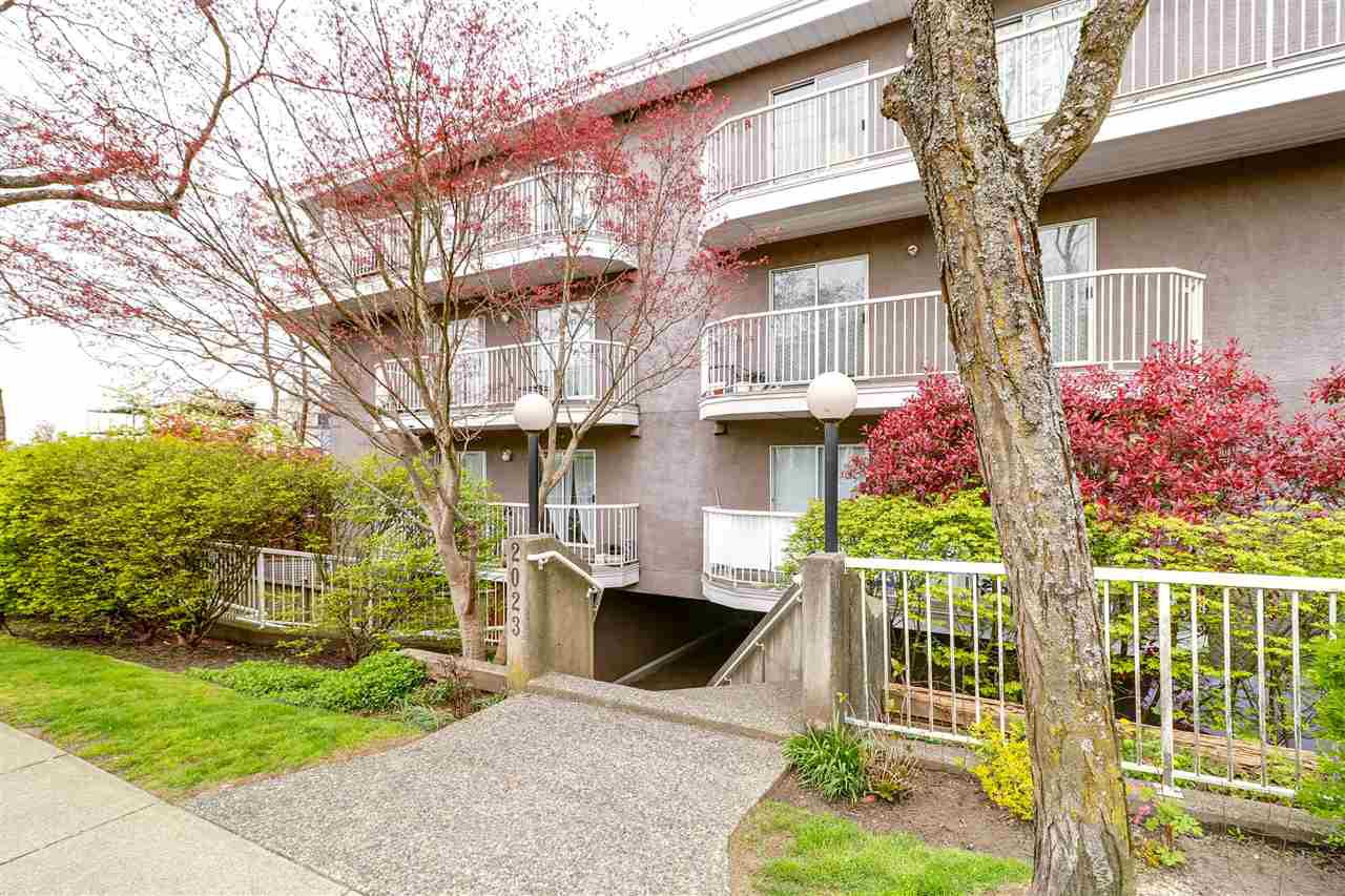 """Main Photo: 105 2023 FRANKLIN Street in Vancouver: Hastings Condo for sale in """"LESLIE POINT"""" (Vancouver East)  : MLS®# R2329636"""