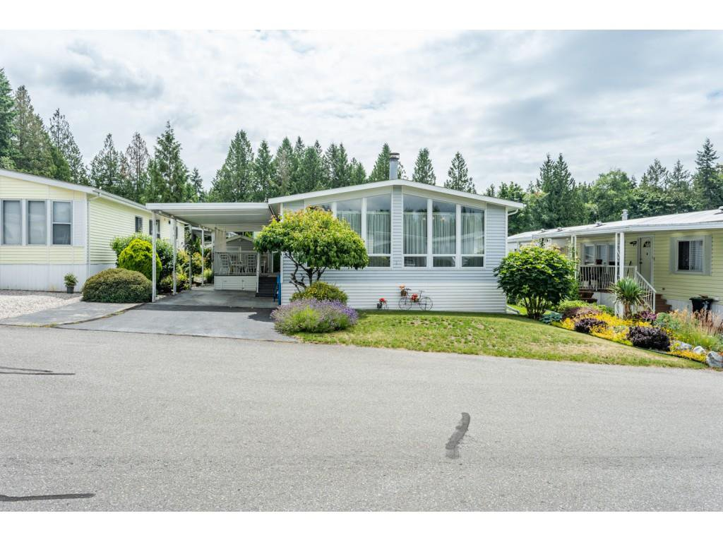 """Main Photo: 53 2315 198 Street in Langley: Brookswood Langley Manufactured Home for sale in """"Deer Creek Estates"""" : MLS®# R2393339"""