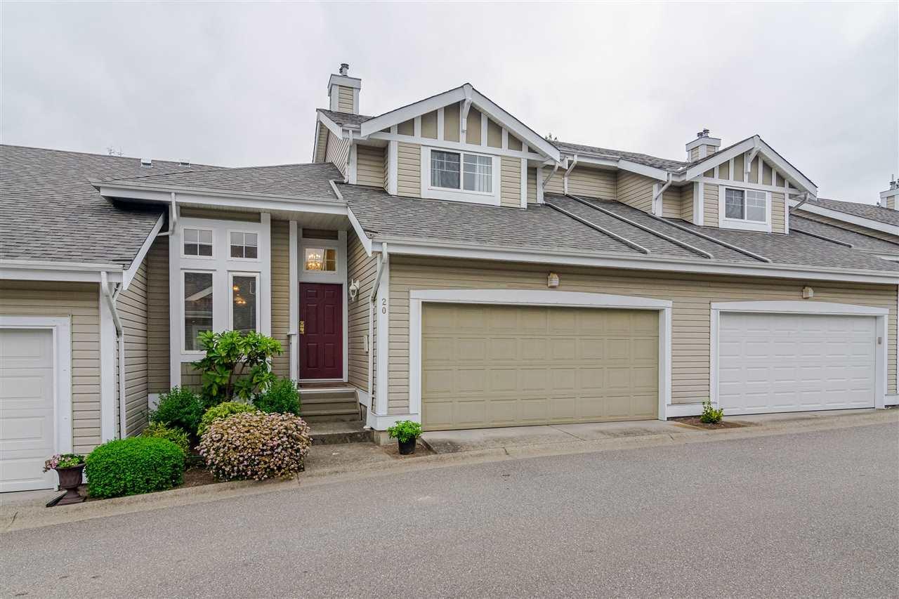 "Main Photo: 20 20788 87 Avenue in Langley: Walnut Grove Townhouse for sale in ""KENSINGTON VILLAGE"" : MLS®# R2397070"