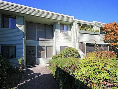"Main Photo: 202 3391 SPRINGFIELD Drive in Richmond: Steveston North Condo for sale in ""Coral Court"" : MLS®# R2411355"
