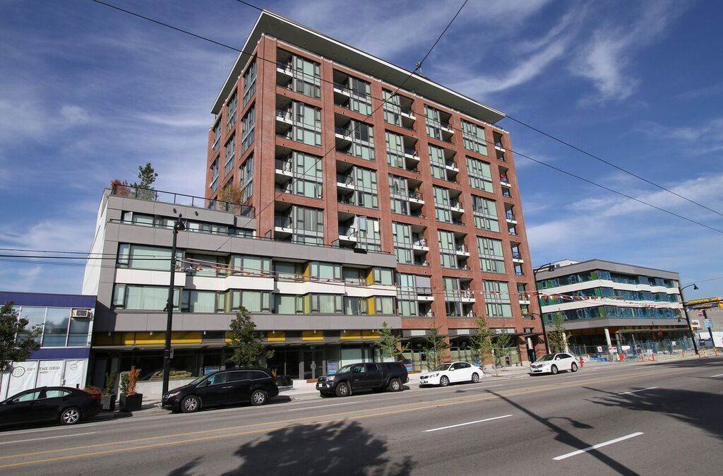 "Main Photo: 207 2689 KINGSWAY in Vancouver: Collingwood VE Condo for sale in ""Skyway Tower"" (Vancouver East)  : MLS®# R2418159"