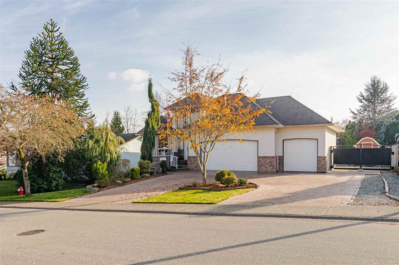 "Main Photo: 27080 25 Avenue in Langley: Aldergrove Langley House for sale in ""ALDERGROVE"" : MLS®# R2418547"