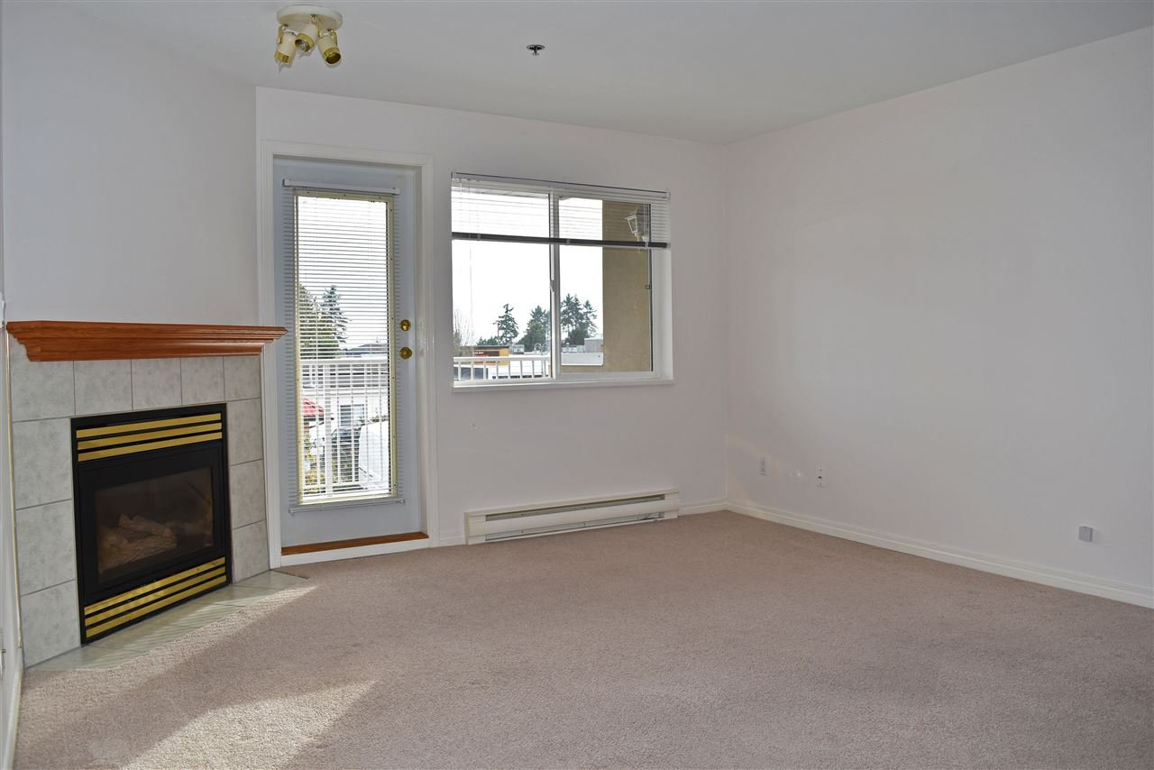 Photo 2: Photos: 206 5711 MERMAID Street in Sechelt: Sechelt District Condo for sale (Sunshine Coast)  : MLS®# R2419059