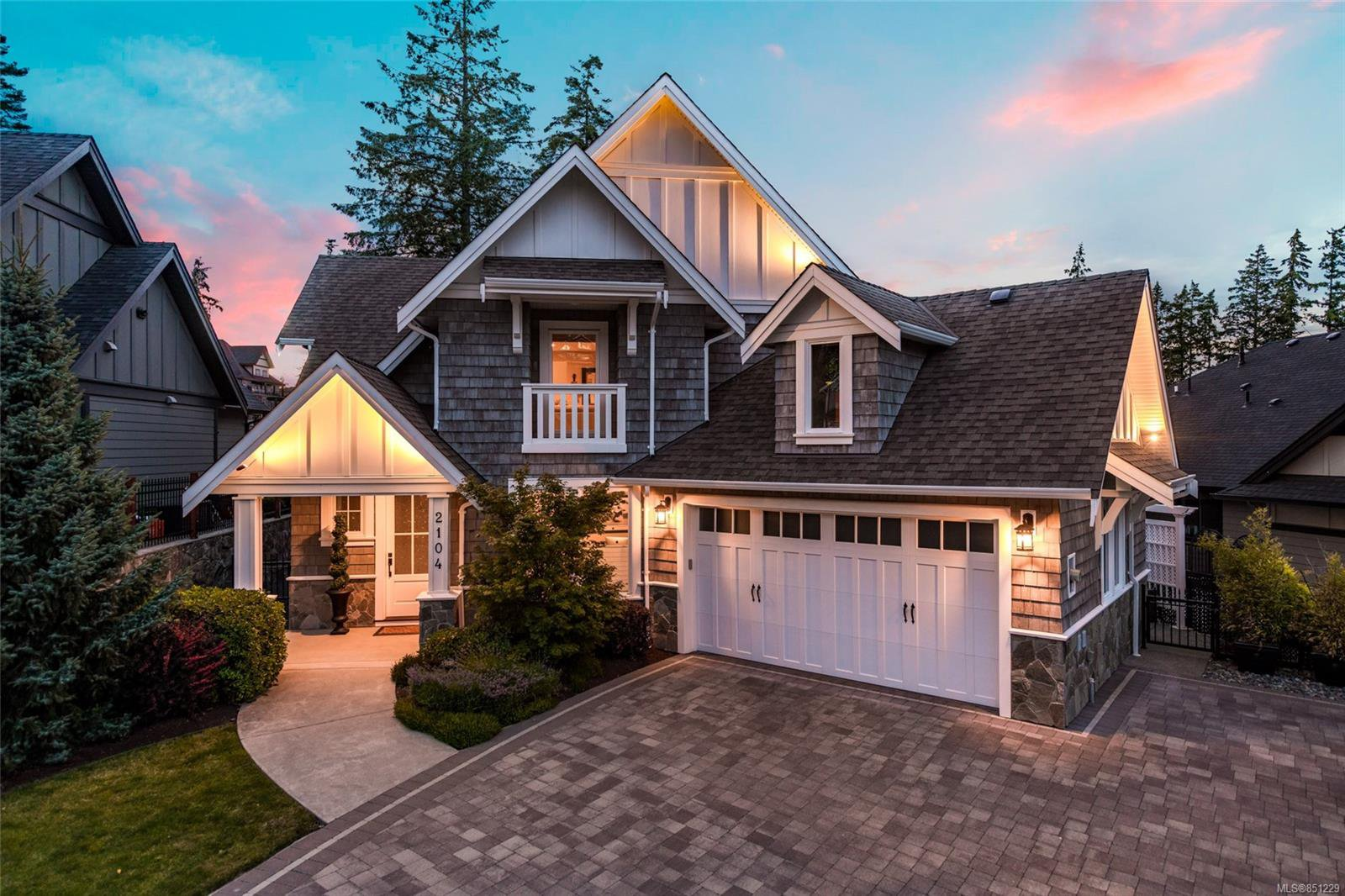 Main Photo: 2104 Champions Way in : La Bear Mountain Single Family Detached for sale (Langford)  : MLS®# 851229