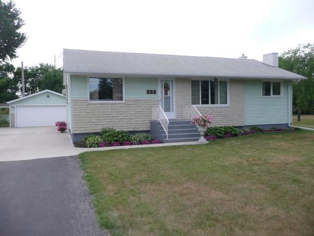 Main Photo: 590 FOXGROVE Avenue in WINNIPEG: North Kildonan Residential for sale (North East Winnipeg)  : MLS®# 1115978