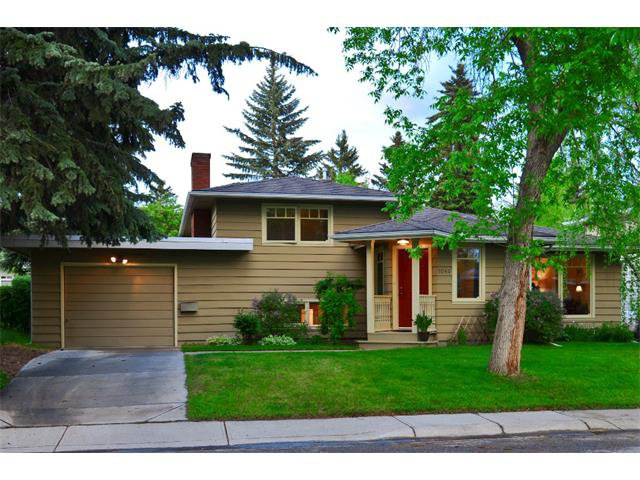 Main Photo: 1040 80 Avenue SW in Calgary: Chinook Park House for sale : MLS®# C4014659