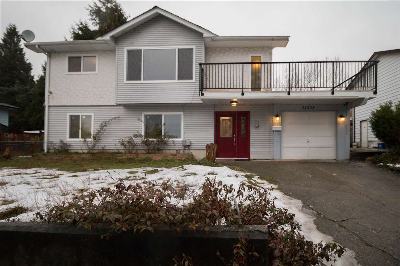Main Photo: 32325 PTARMIGAN Drive in Mission: Mission BC House for sale : MLS®# R2128348