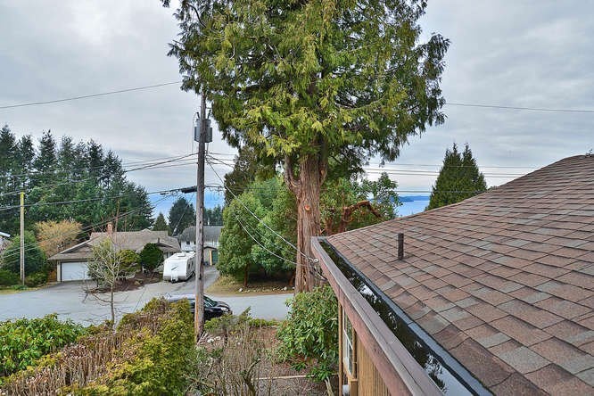 "Photo 4: Photos: 4746 FIR Road in Sechelt: Sechelt District House for sale in ""DAVIS BAY"" (Sunshine Coast)  : MLS®# R2132730"