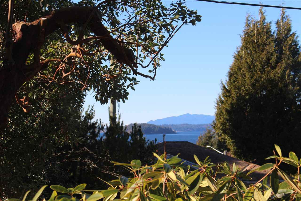 "Photo 2: Photos: 4746 FIR Road in Sechelt: Sechelt District House for sale in ""DAVIS BAY"" (Sunshine Coast)  : MLS®# R2132730"