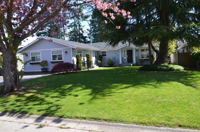 Main Photo: 14490 17A Avenue in Surrey: Sunnyside Park Surrey House for sale (South Surrey White Rock)  : MLS®# R2163250