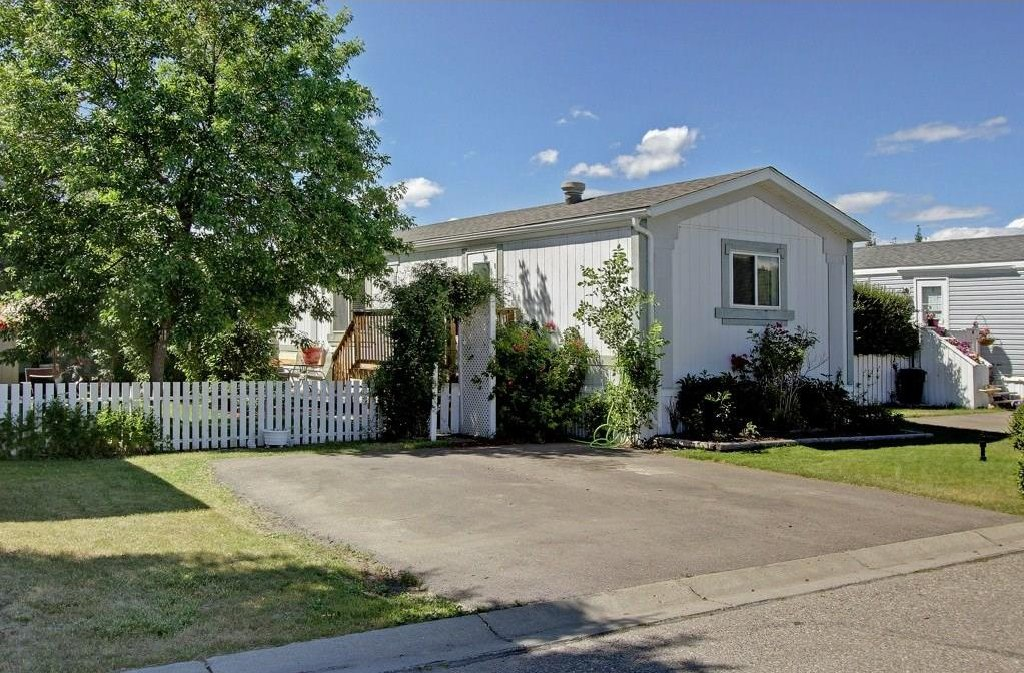 Main Photo: 162 Heritage Drive: Okotoks Single Wide for sale : MLS®# C4129541