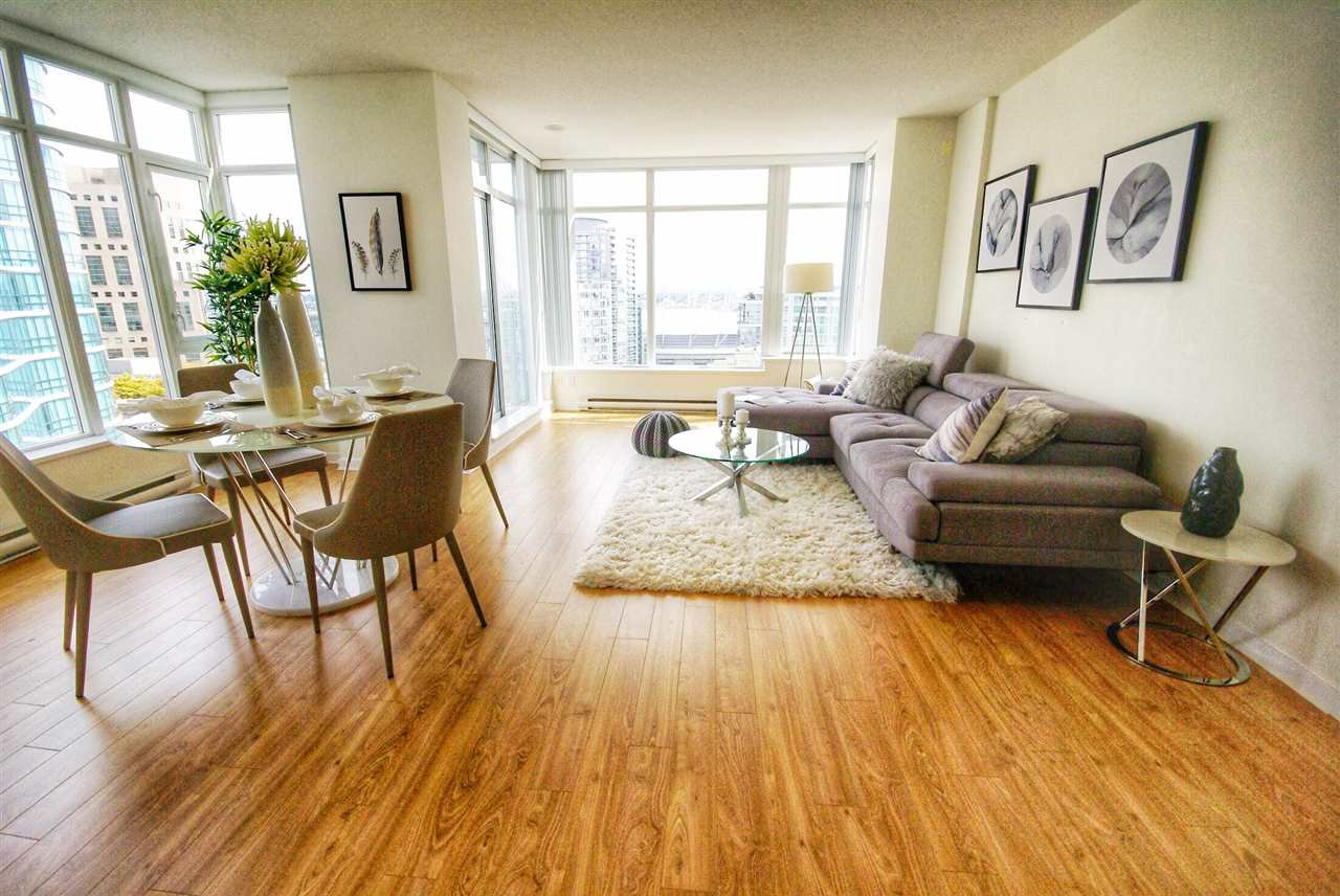 "Photo 3: Photos: 1803 480 ROBSON Street in Vancouver: Downtown VW Condo for sale in ""R + R"" (Vancouver West)  : MLS®# R2304799"