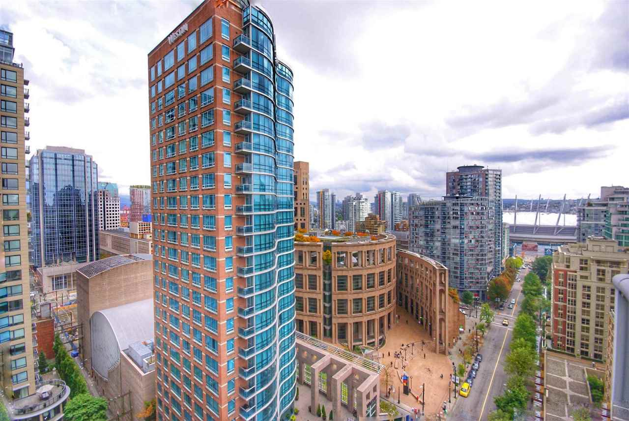 "Photo 6: Photos: 1803 480 ROBSON Street in Vancouver: Downtown VW Condo for sale in ""R + R"" (Vancouver West)  : MLS®# R2304799"