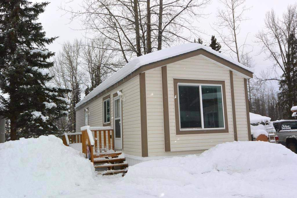 "Main Photo: 22 2123 RIVERSIDE Drive in Smithers: Smithers - Town Manufactured Home for sale in ""Riverside Park"" (Smithers And Area (Zone 54))  : MLS®# R2325255"