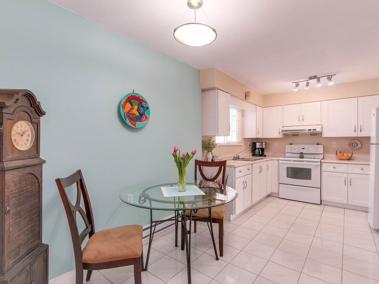 """Photo 6: Photos: 10550 HOLLYMOUNT Drive in Richmond: Steveston North House for sale in """"HOLLIES"""" : MLS®# R2366603"""