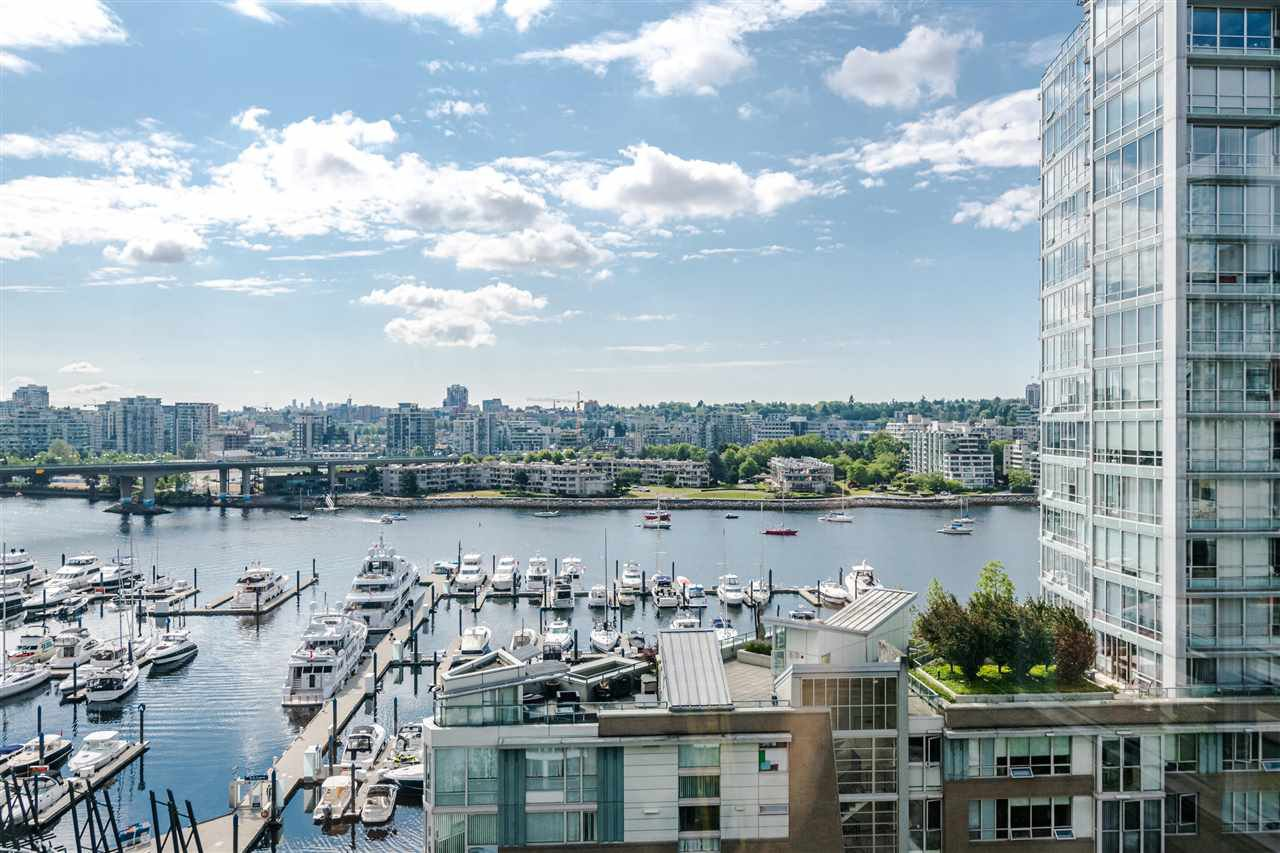 "Main Photo: 1206 1201 MARINASIDE Crescent in Vancouver: Yaletown Condo for sale in ""Peninsula"" (Vancouver West)  : MLS®# R2384239"