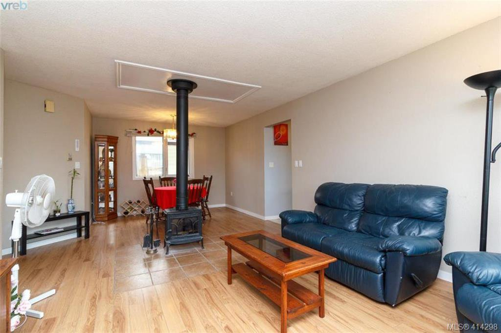 Photo 4: Photos: 52 Regina Ave in VICTORIA: SW Gateway Single Family Detached for sale (Saanich West)  : MLS®# 821726
