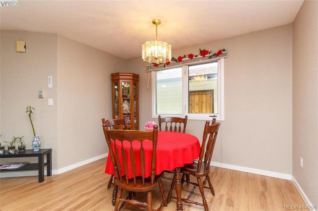 Photo 6: Photos: 52 Regina Ave in VICTORIA: SW Gateway Single Family Detached for sale (Saanich West)  : MLS®# 821726