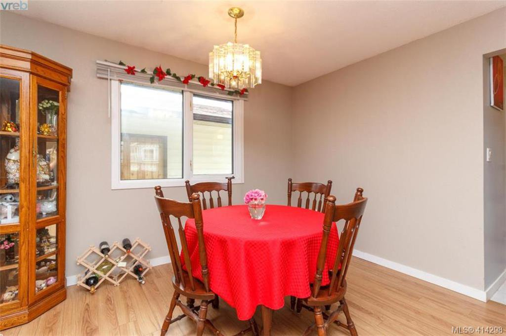 Photo 5: Photos: 52 Regina Ave in VICTORIA: SW Gateway Single Family Detached for sale (Saanich West)  : MLS®# 821726