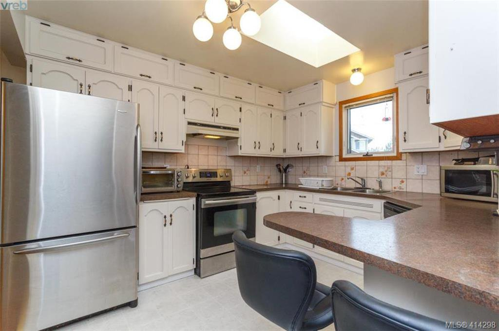 Photo 7: Photos: 52 Regina Ave in VICTORIA: SW Gateway Single Family Detached for sale (Saanich West)  : MLS®# 821726