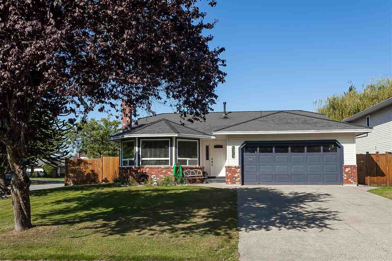 """Main Photo: 6059 187 Street in Surrey: Cloverdale BC House for sale in """"Eaglecrest"""" (Cloverdale)  : MLS®# R2399815"""