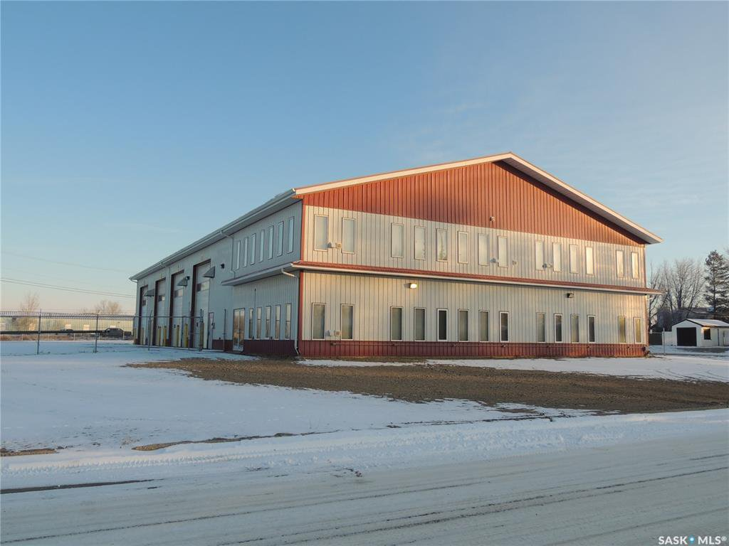 Main Photo: 901 Edward Street in Estevan: Hillside Commercial for sale : MLS®# SK798238