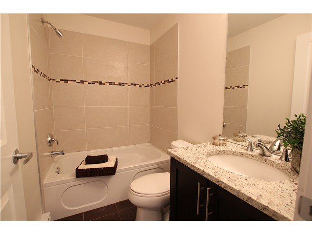 Photo 2: Photos: 101 2330 Shaughnessy Street in Port Coquitlam: Central Coquitlam Condo for sale : MLS®# V932292