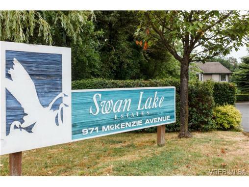Main Photo: 204 971 McKenzie Ave in VICTORIA: SE Quadra Condo for sale (Saanich East)  : MLS®# 707820