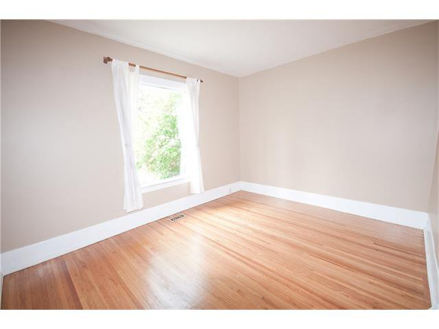 Photo 4: Photos: 929 1 Avenue NW in Calgary: Sunnyside House for sale : MLS®# C4069775