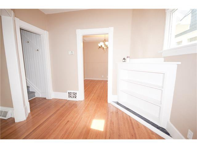 Photo 3: Photos: 929 1 Avenue NW in Calgary: Sunnyside House for sale : MLS®# C4069775