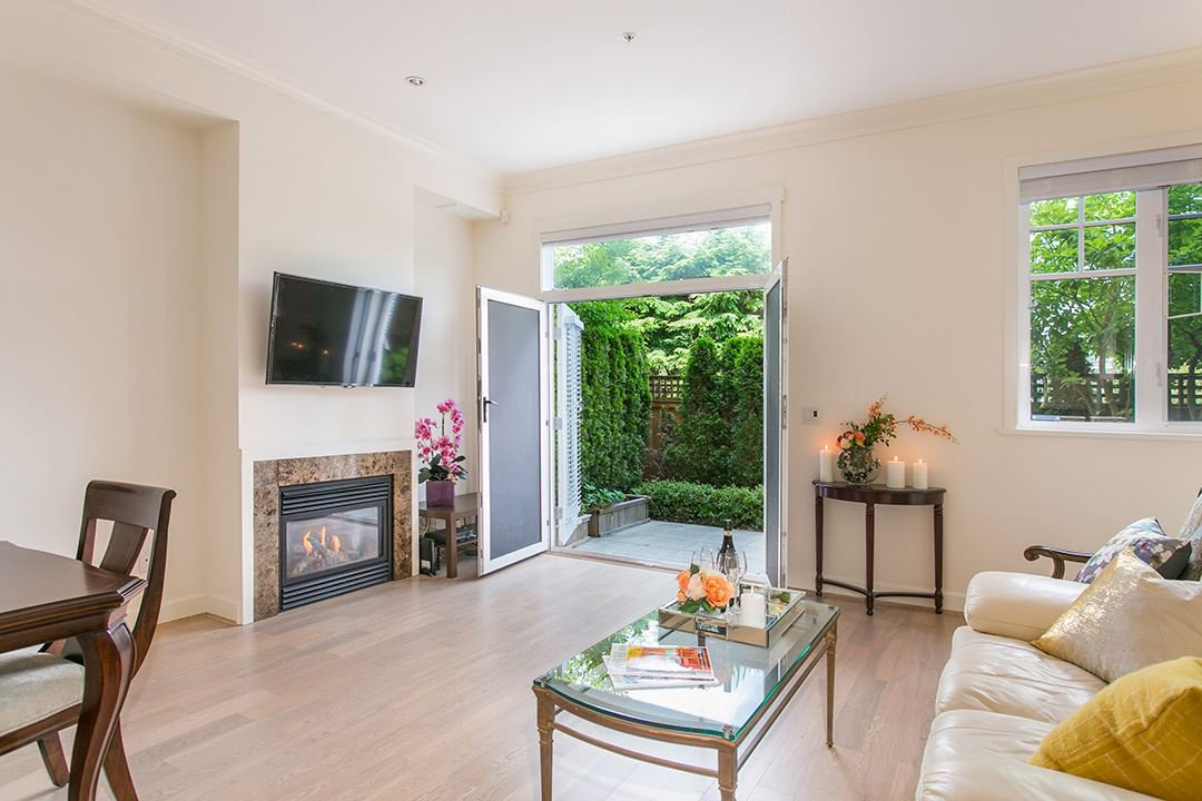 """Main Photo: 5378 OAK Street in Vancouver: Cambie Townhouse for sale in """"Hamlin Mews"""" (Vancouver West)  : MLS®# R2103516"""
