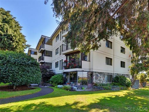 Main Photo: 206 1875 Lansdowne Rd in VICTORIA: SE Camosun Condo for sale (Saanich East)  : MLS®# 742470