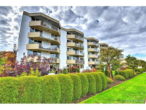 Main Photo: 301 1148 Goodwin St in VICTORIA: OB South Oak Bay Condo Apartment for sale (Oak Bay)  : MLS®# 743461