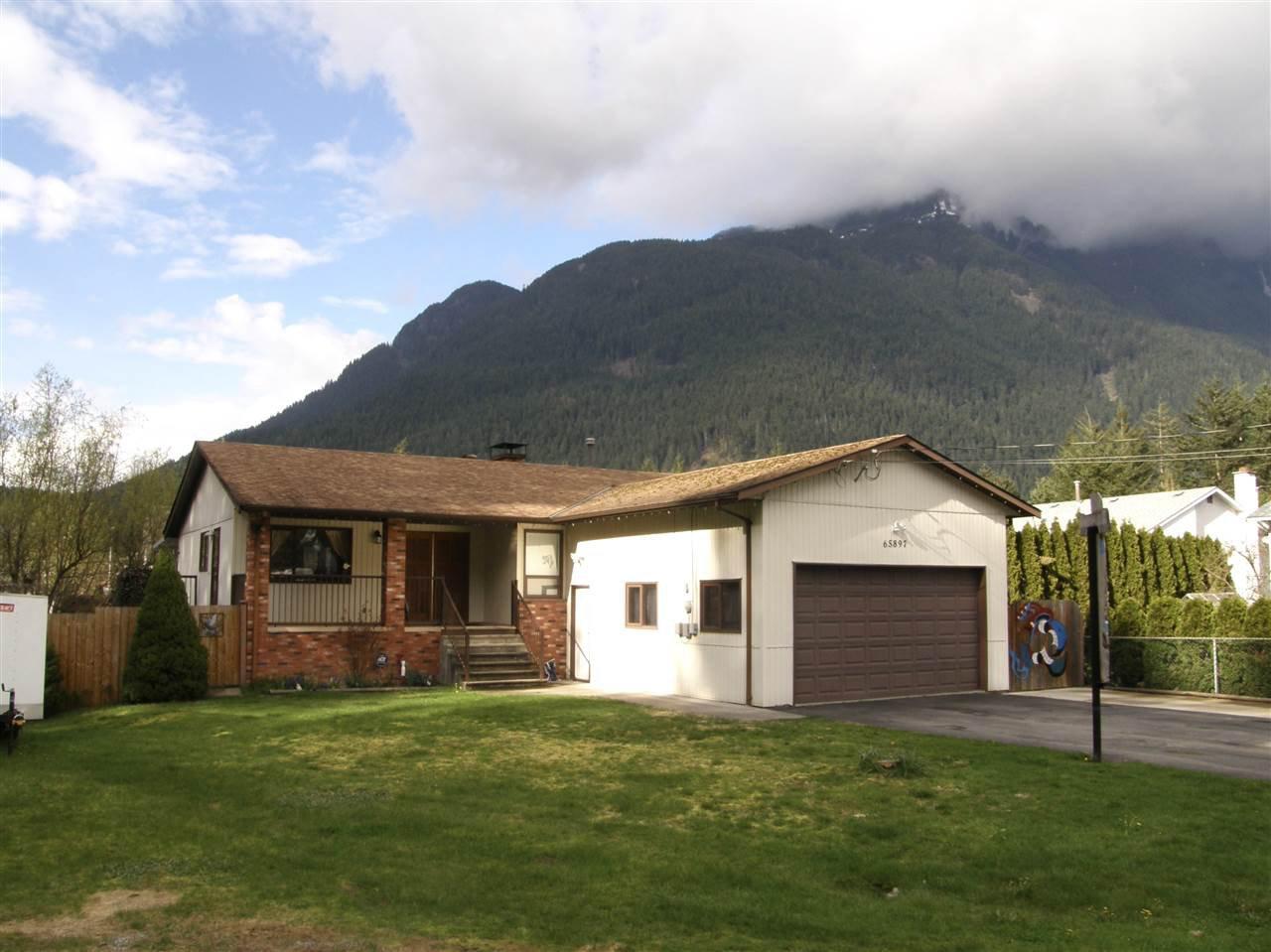 Main Photo: 65897 OGILVIEW Drive in Hope: Hope Kawkawa Lake House for sale : MLS®# R2159687