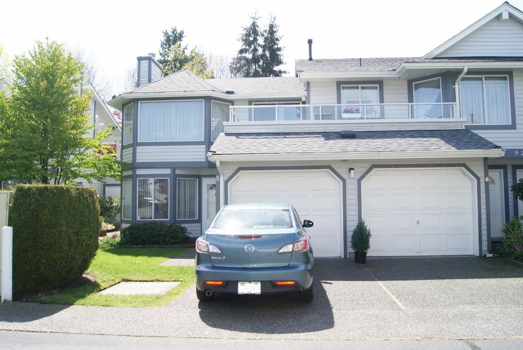 "Main Photo: 5 9253 122 Street in Surrey: Queen Mary Park Surrey Townhouse for sale in ""Kensington Gate"" : MLS®# R2162184"