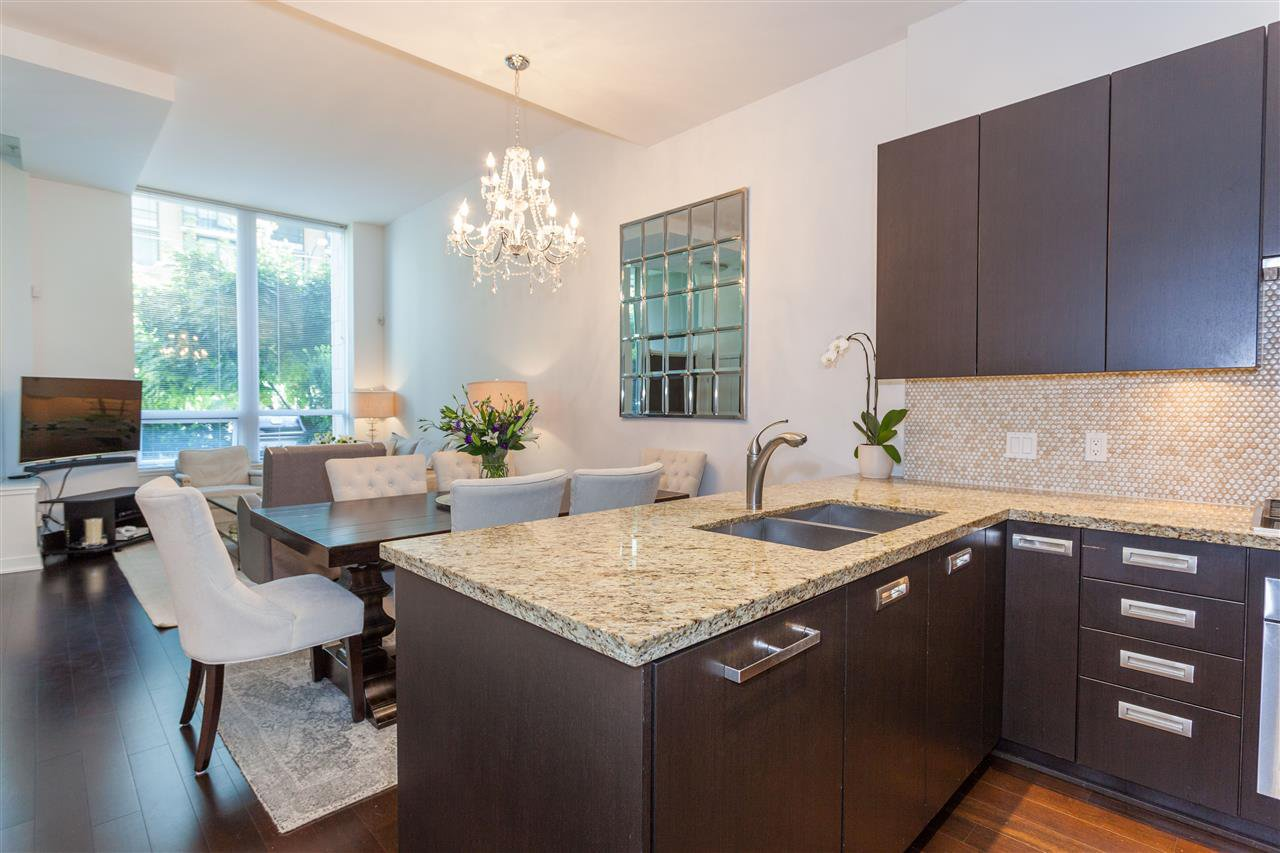 """Photo 4: Photos: 1051 RICHARDS Street in Vancouver: Downtown VW Townhouse for sale in """"DONOVAN"""" (Vancouver West)  : MLS®# R2198101"""