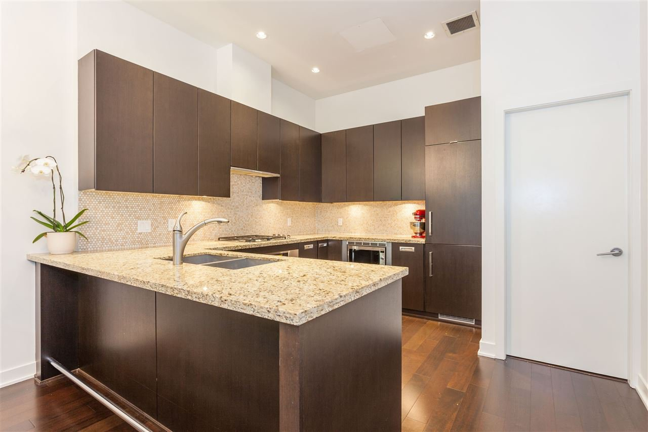 """Photo 6: Photos: 1051 RICHARDS Street in Vancouver: Downtown VW Townhouse for sale in """"DONOVAN"""" (Vancouver West)  : MLS®# R2198101"""