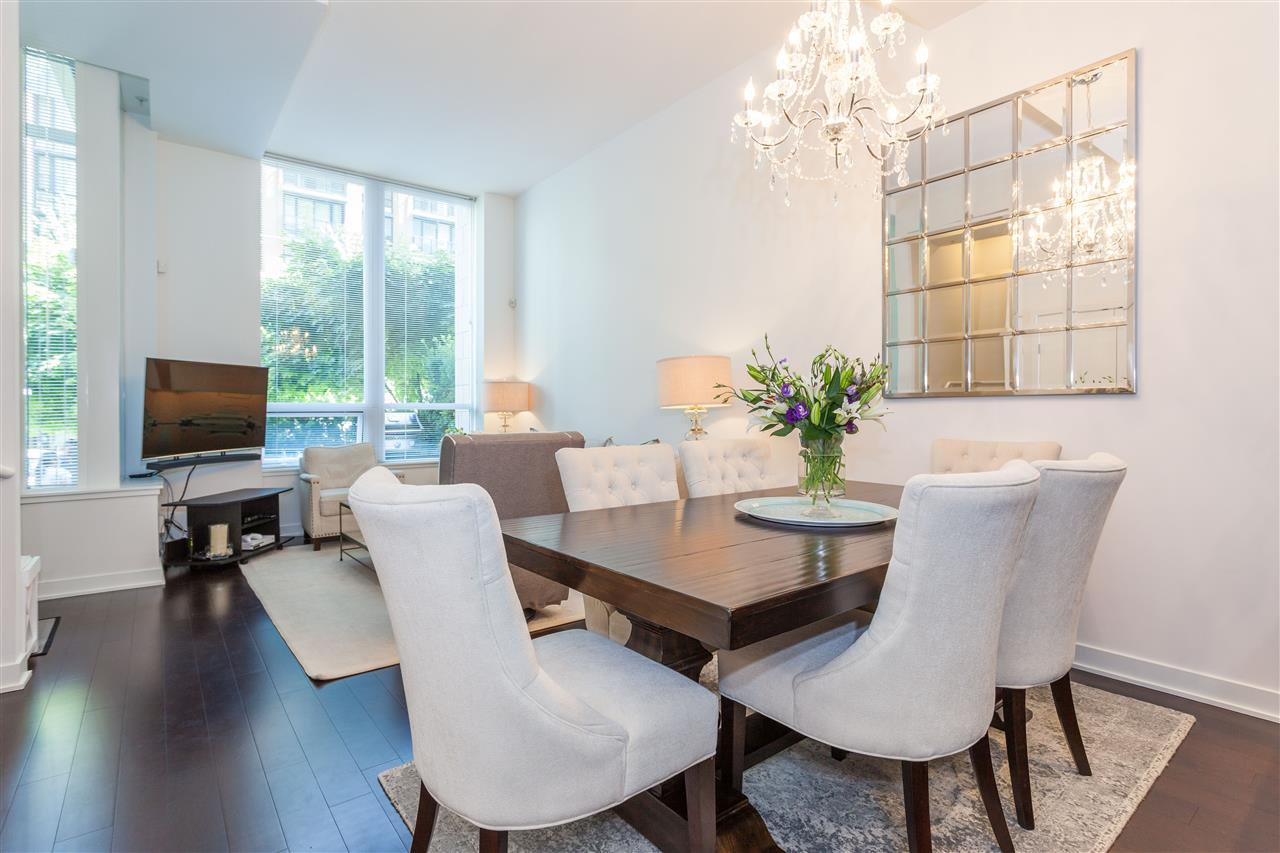 """Photo 3: Photos: 1051 RICHARDS Street in Vancouver: Downtown VW Townhouse for sale in """"DONOVAN"""" (Vancouver West)  : MLS®# R2198101"""