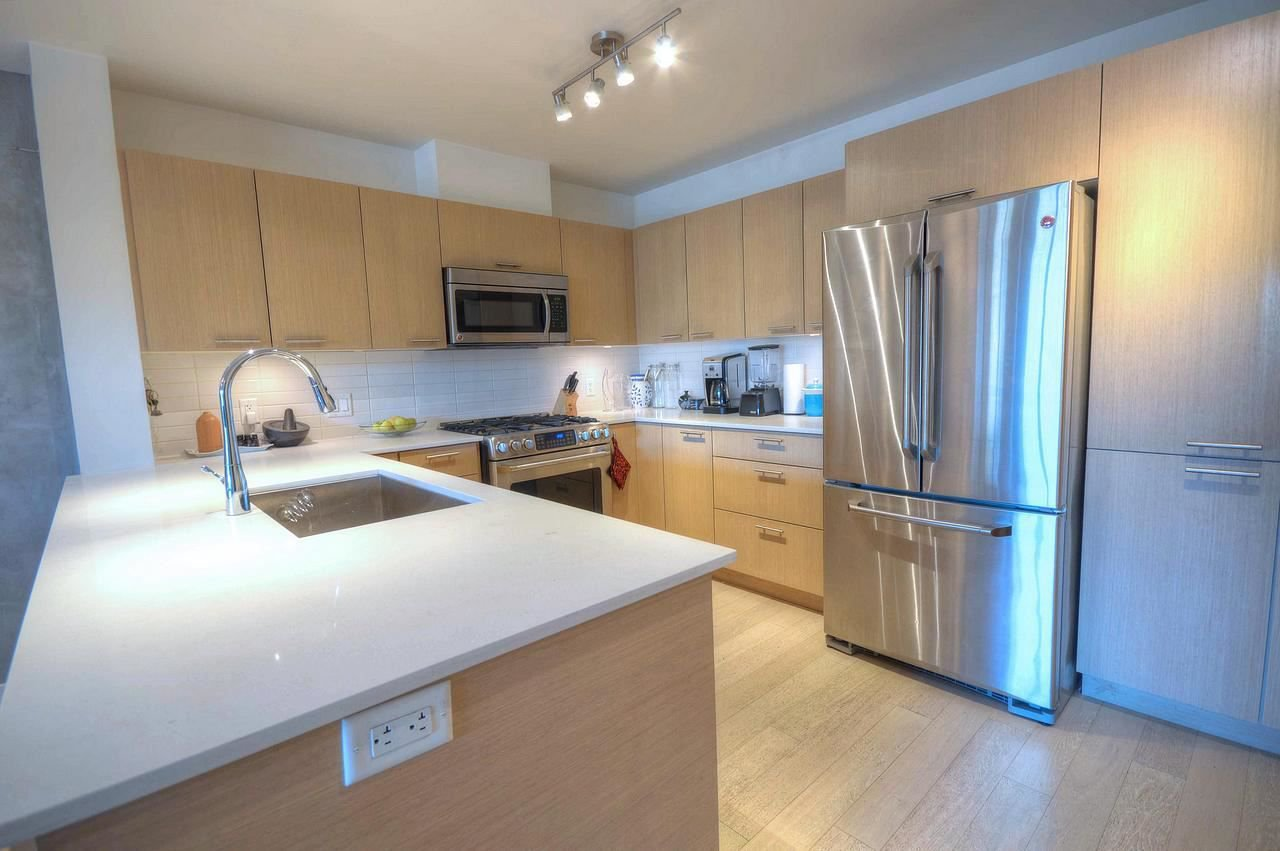 """Photo 5: Photos: 2747 SPRING Street in Port Moody: Port Moody Centre Townhouse for sale in """"THE STATION"""" : MLS®# R2310089"""