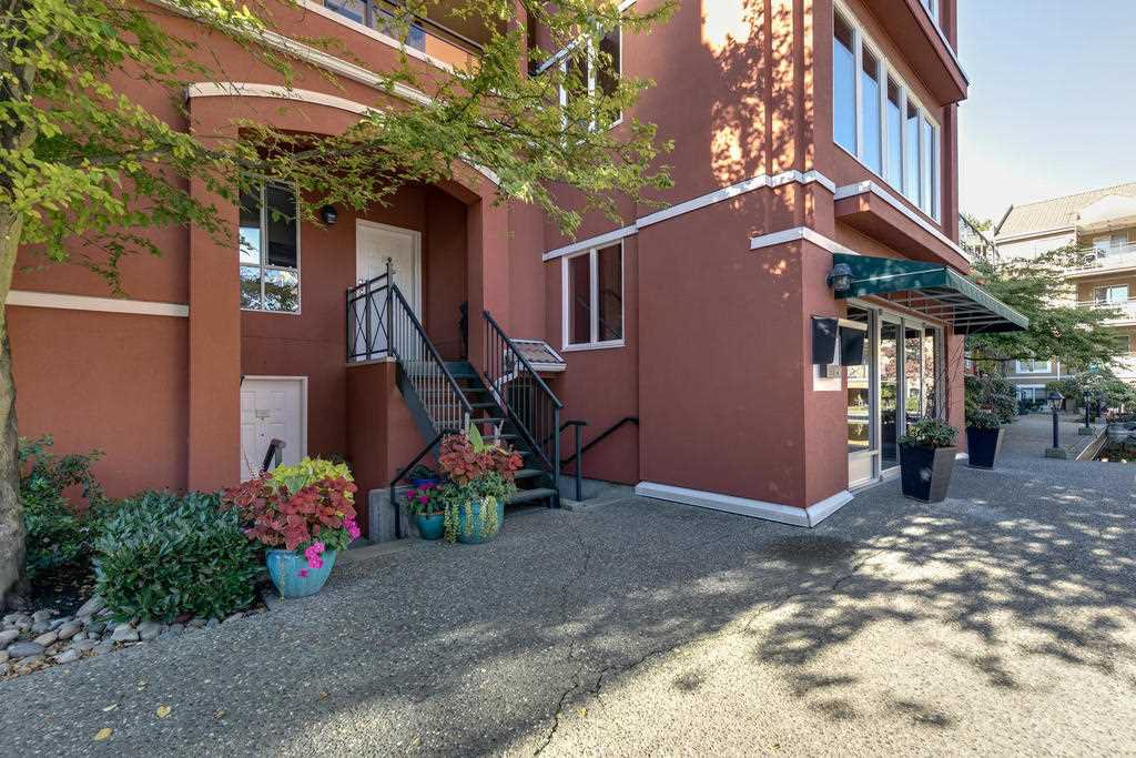 "Main Photo: 213 3 RIALTO Court in New Westminster: Quay Condo for sale in ""THE RIALTO"" : MLS®# R2313538"