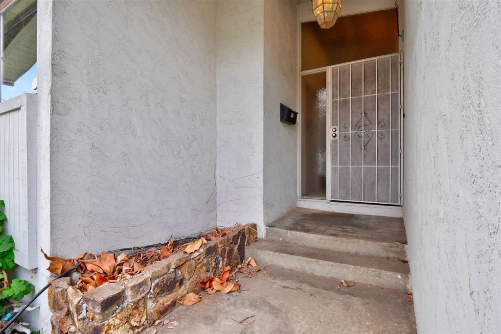 Photo 3: Photos: SAN DIEGO House for sale : 3 bedrooms : 5038 Chaparral Way