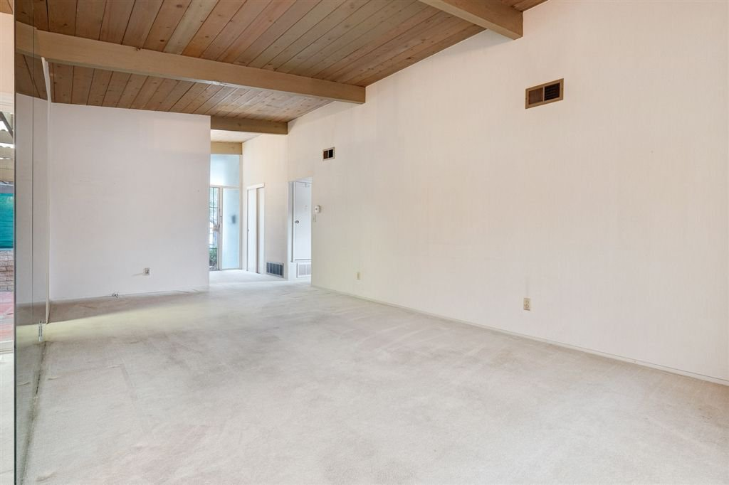 Photo 5: Photos: SAN DIEGO House for sale : 3 bedrooms : 5038 Chaparral Way
