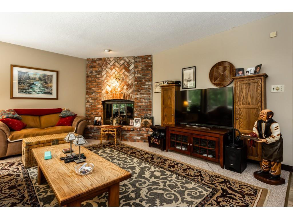 Photo 4: Photos: 23646 55A Avenue in Langley: Salmon River House for sale : MLS®# R2361499
