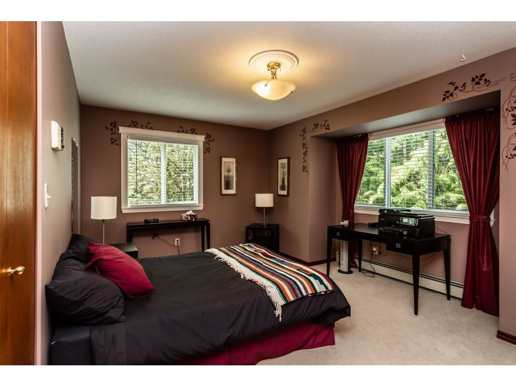 Photo 12: Photos: 23646 55A Avenue in Langley: Salmon River House for sale : MLS®# R2361499