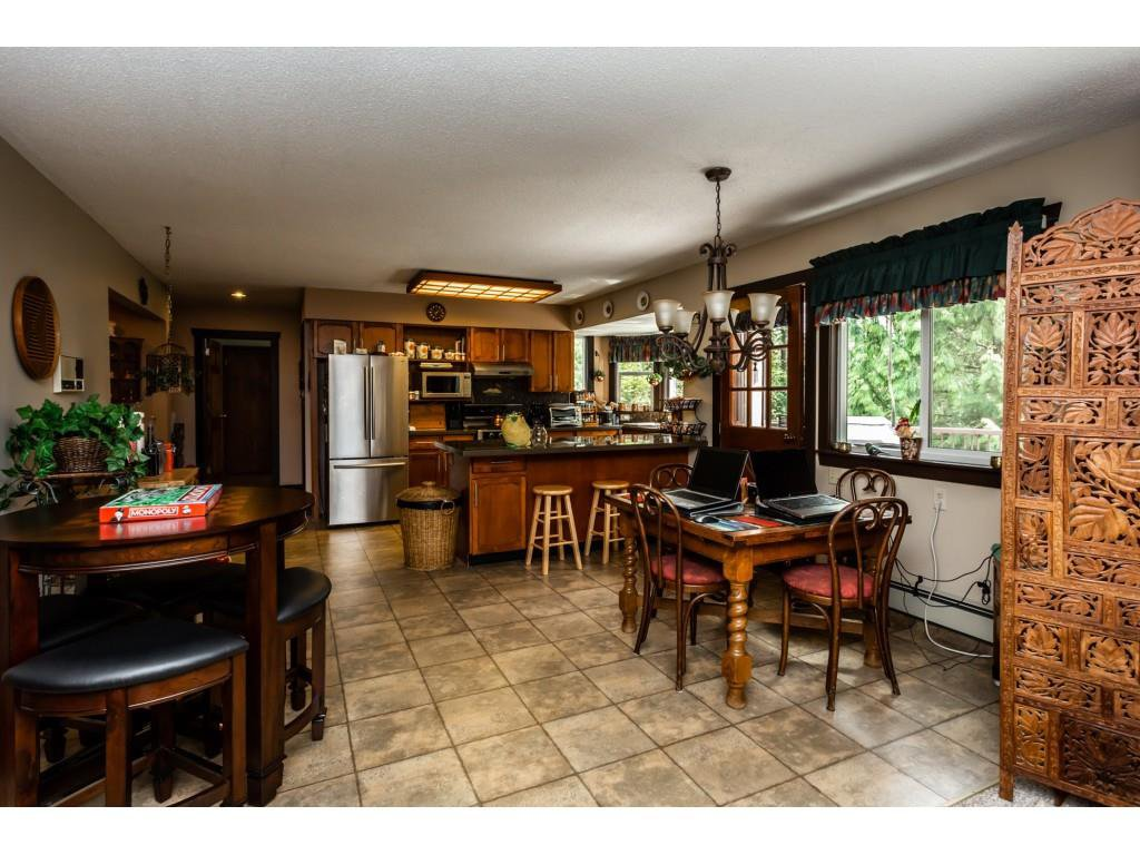Photo 5: Photos: 23646 55A Avenue in Langley: Salmon River House for sale : MLS®# R2361499
